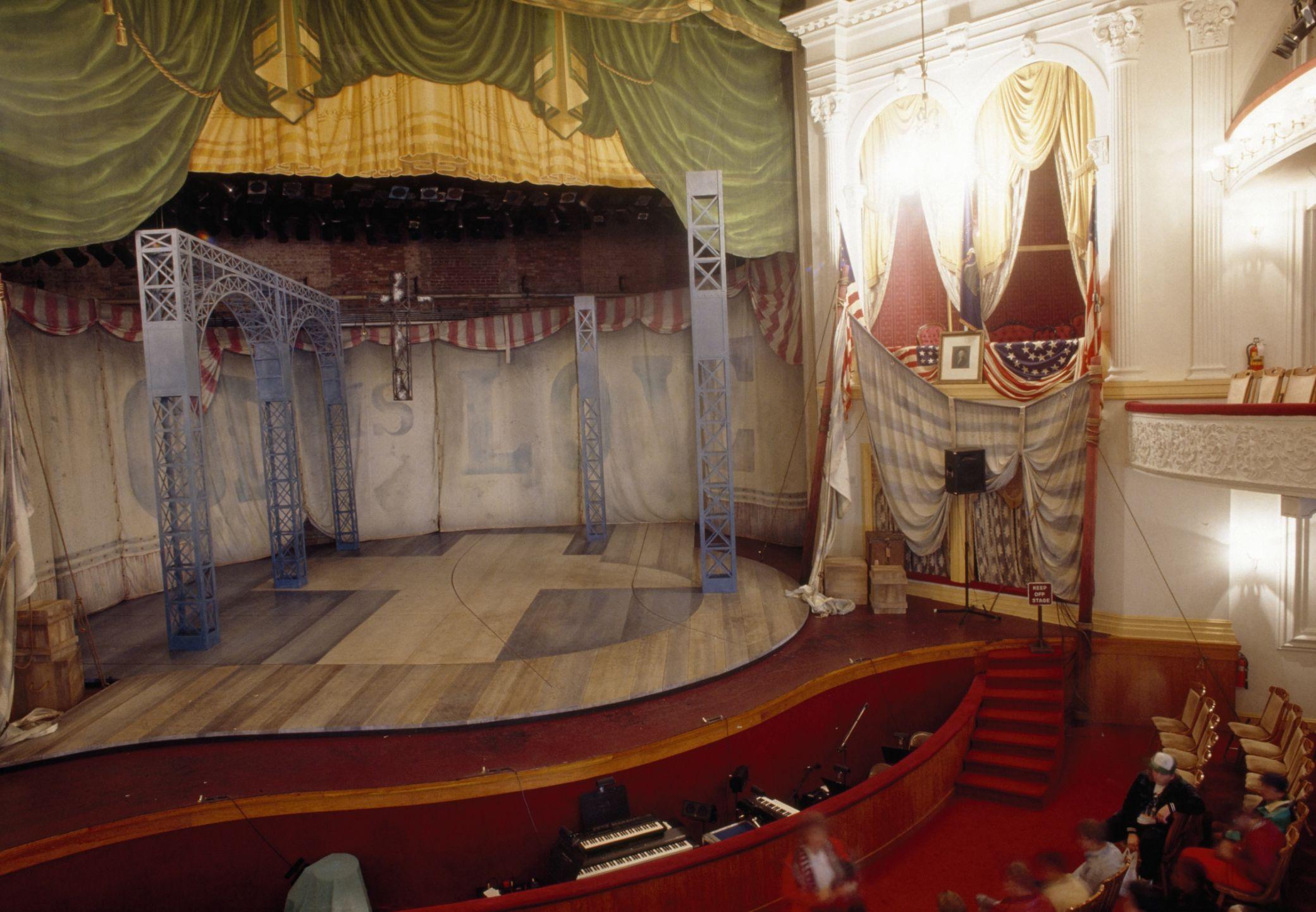 Menikmati Pertunjukan Fords Theater Di Washington DC